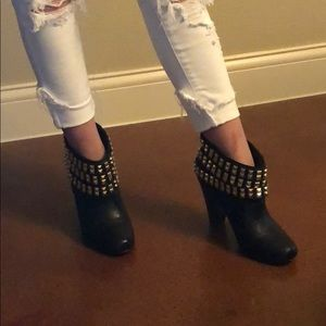 Betsey Johnson ankle boots 4 inch